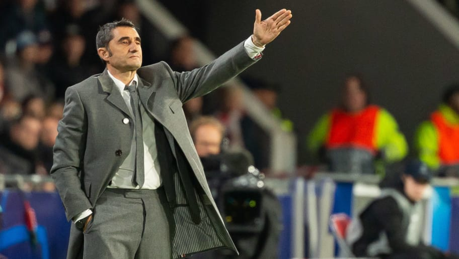 EINDHOVEN, NETHERLANDS - NOVEMBER 28: Head coach Ernesto Valverde of Barcelona gestures during the Group B match of the UEFA Champions League between PSV and FC Barcelona at Philips Stadion on November 28, 2018 in Eindhoven, Netherlands. (Photo by TF-Images/TF-Images via Getty Images)