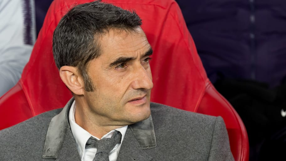EINDHOVEN, NETHERLANDS - NOVEMBER 28: Head coach Ernesto Valverde of Barcelona looks on during the Group B match of the UEFA Champions League between PSV and FC Barcelona at Philips Stadion on November 28, 2018 in Eindhoven, Netherlands. (Photo by TF-Images/TF-Images via Getty Images)