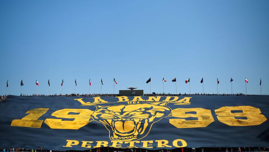 Disturbio Pegajoso Corea  Porra de Pumas sacó la manta más grande de la historia de la Liga ...