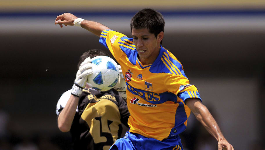 Pumas v Tigres - Clausura Tournament 2011