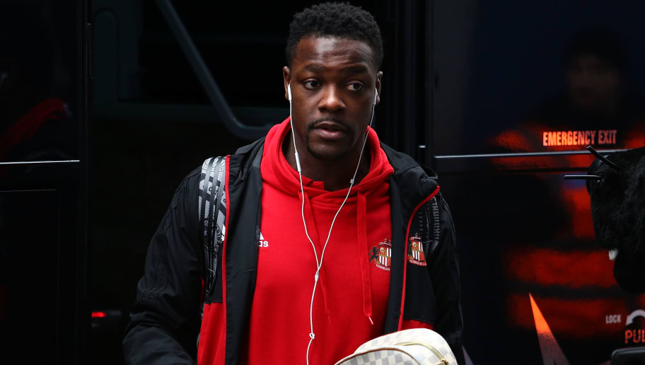 LONDON, ENGLAND - MARCH 10:  Joel Asoro of Sunderland arrives ahead of the Sky Bet Championship match between QPR and Sunderland at Loftus Road on March 10, 2018 in London, England.  (Photo by Jack Thomas/Getty Images)