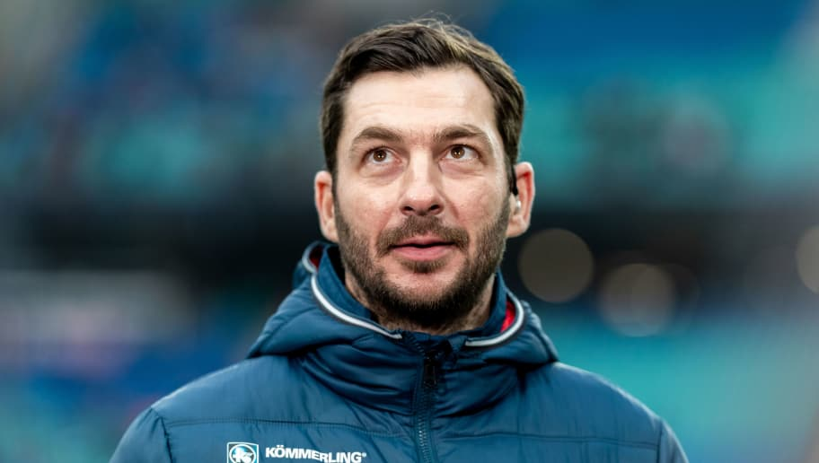 LEIPZIG, GERMANY - DECEMBER 16: Head coach Sandro Schwarz of Mainz 05 looks on prior to the Bundesliga match between RB Leipzig and 1. FSV Mainz 05 at Red Bull Arena on December 16, 2018 in Leipzig, Germany. (Photo by Boris Streubel/Bongarts/Getty Images)
