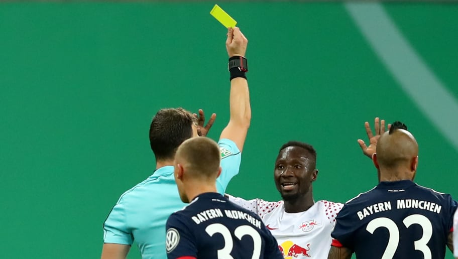 LEIPZIG, GERMANY - OCTOBER 25:  Referee Felix Zwayer shows Naby Deco Keita of Leipzig the Yellow/Red card  during the DFB Cup round 2 match between RB Leipzig and Bayern Muenchen at Red Bull Arena on October 25, 2017 in Leipzig, Germany.  (Photo by Alexander Hassenstein/Bongarts/Getty Images)