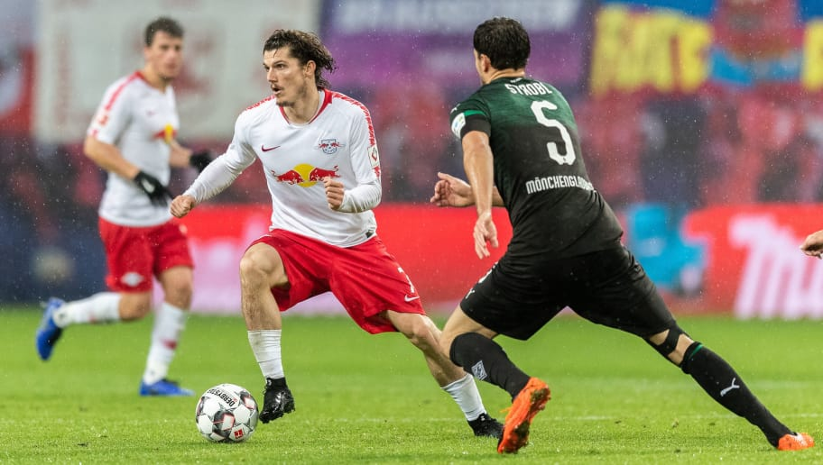 LEIPZIG, GERMANY - DECEMBER 02: Marcel Sabitzer of RB Leipzig is challenged by Tobias Strobl of Borussia Moenchengladbach during the Bundesliga match between RB Leipzig and Borussia Moenchengladbach at Red Bull Arena on December 2, 2018 in Leipzig, Germany. (Photo by Boris Streubel/Bongarts/Getty Images)