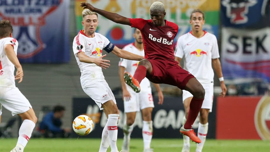 LEIPZIG, GERMANY - SEPTEMBER 20:  Kevin Kampl (L) of Leipzig battles for the ball with Amadou Haidara of Salzburg during the UEFA Europa League Group B match between RB Leipzig and FC Salzburg at Red Bull Arena on September 20, 2018 in Leipzig, Germany.  (Photo by Matthias Kern/Bongarts/Getty Images)