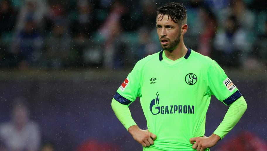 LEIPZIG, GERMANY - OCTOBER 28:  Mark Uth of Schalke during the 1.Bundesliga match between RB Leipzig and FC Schalke 04 at Red Bull Arena on October 28, 2018 in Leipzig, Germany. (Photo by Karina Hessland-Wissel/Bongarts/Getty Images)