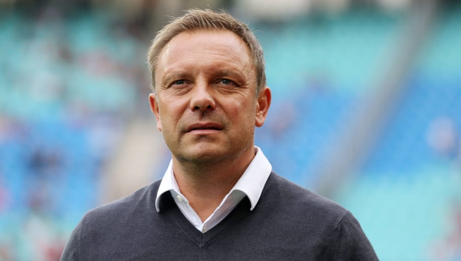 LEIPZIG, GERMANY - SEPTEMBER 15:  Head coach Andre Breitenreiter of Hannover looks on prior to the Bundesliga match between RB Leipzig and Hannover 96 at Red Bull Arena on September 15, 2018 in Leipzig, Germany.  (Photo by Matthias Kern/Bongarts/Getty Images)