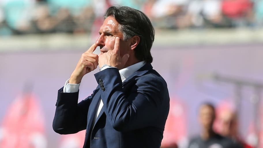 LEIPZIG, GERMANY - MAY 05:  Head coach Bruno Labbadia of Wolfsburg gestures during the Bundesliga match between RB Leipzig and VfL Wolfsburg at Red Bull Arena on May 5, 2018 in Leipzig, Germany.  (Photo by Matthias Kern/Bongarts/Getty Images)