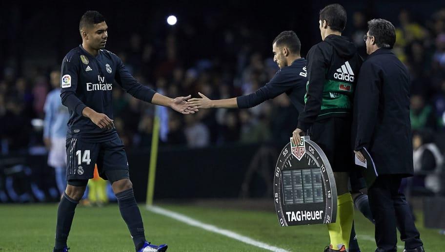 VIGO, SPAIN - NOVEMBER 11:  Carlos Casemiro of Real Madrid leaves injured during the La Liga match between RC Celta de Vigo and Real Madrid CF at Abanca Balaidos Stadium on November 11, 2018 in Vigo, Spain  (Photo by Quality Sport Images/Getty Images)