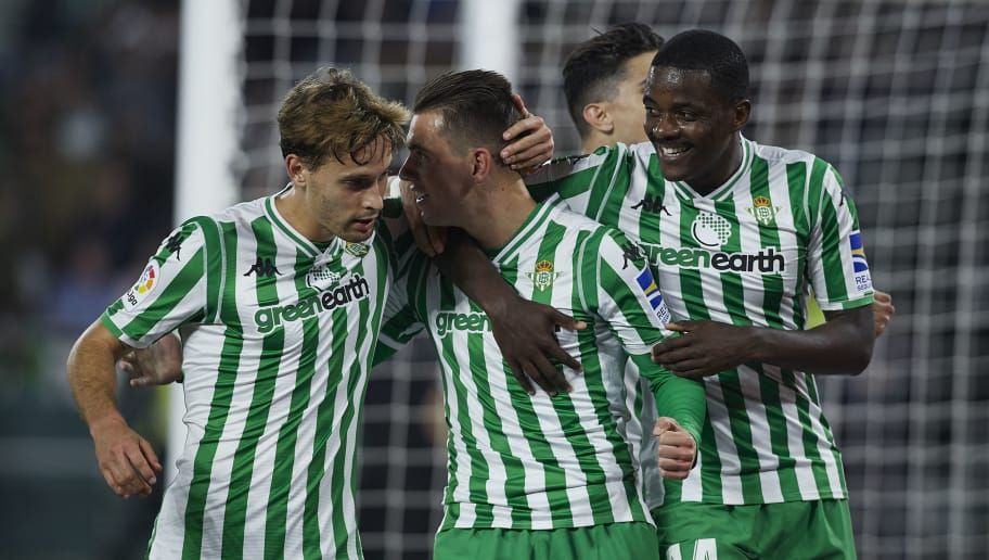 SEVILLE, SPAIN - DECEMBER 09: Giovanni Lo Celso of Real Betis celebrates scoring his team's opening goal with team mates during the La Liga match between Real Betis Balompie and Rayo Vallecano de Madrid at Estadio Benito Villamarin on December 09, 2018 in Seville, Spain. (Photo by Quality Sport Images/Getty Images)