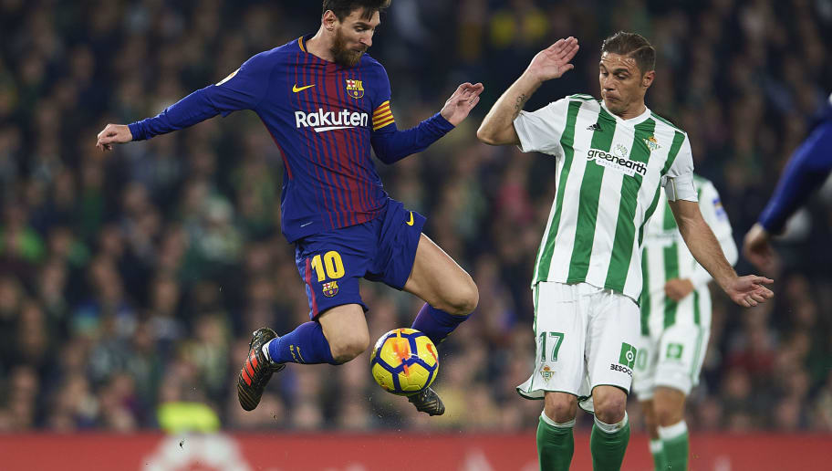 SEVILLE, SPAIN - JANUARY 21:  Lionel Messi of FC Barcelona  (L) competes for the ball with Joaquin Sanchez of Real Betis Balompie (R) the La Liga match between Real Betis and Barcelona at Estadio Benito Villamarin on January 21, 2018 in Seville, .  (Photo by Aitor Alcalde/Getty Images)