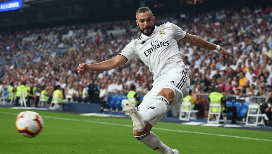 MADRID, SPAIN - SEPTEMBER 22:  Karim Benzema of Real Madrid crosses the ball during the La Liga match between Real Madrid CF and RCD Espanyol at Estadio Santiago Bernabeu on September 22, 2018 in Madrid, Spain. (Photo by Denis Doyle/Getty Images,)