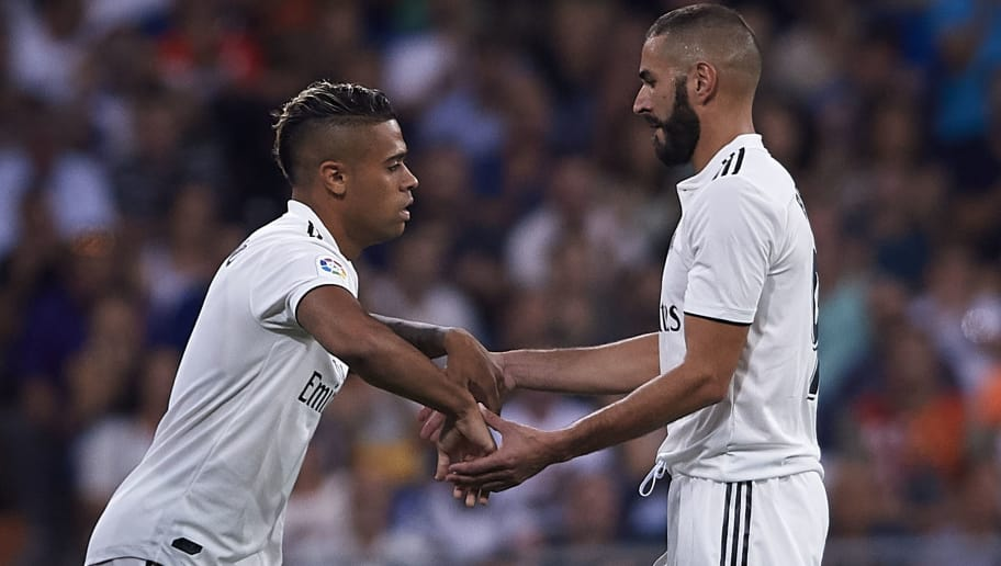 MADRID, SPAIN - SEPTEMBER 22:  Karim Benzema (R) of Real Madrid is changed by Mariano Diaz during the La Liga match between Real Madrid CF and RCD Espanyol at Estadio Santiago Bernabeu on September 22, 2018 in Madrid, Spain. (Photo by Quality Sport Images/Getty Images)