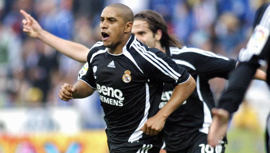 Real Madrid's Brazilian Roberto Carlos (...