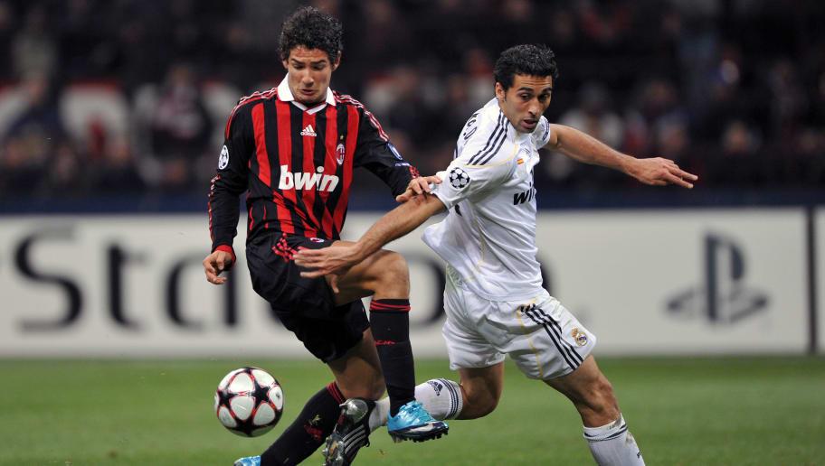 Real Madrid's defender Alvaro Arbeloa (R