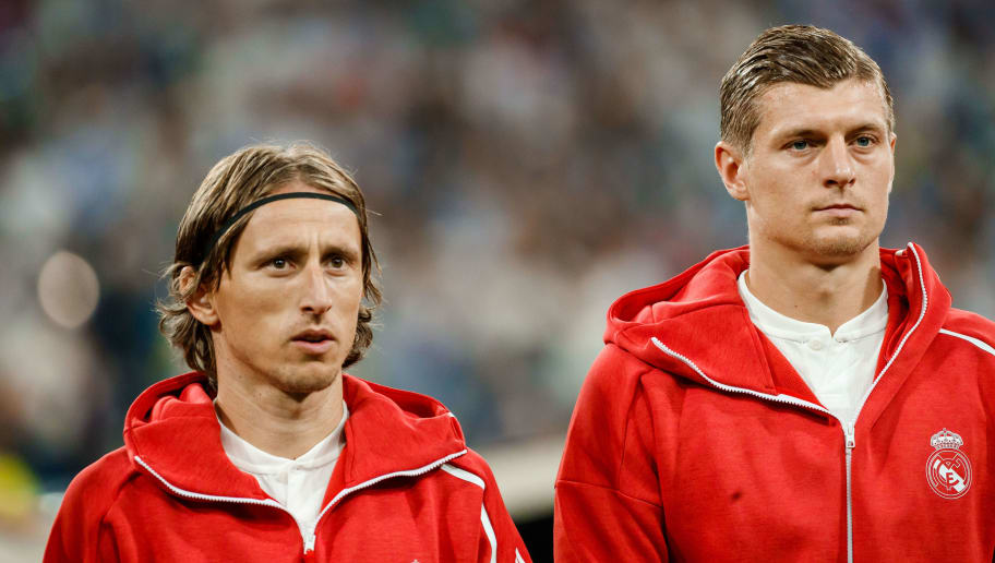 MADRID, SPAIN - SEPTEMBER 19: Luka Modric of Real Madrid and Toni Kroos of Real Madrid look on prior to the UEFA Champions League Group G match between Real Madrid and AS Roma at Bernabeu on September 19, 2018 in Madrid, Spain. (Photo by TF-Images/Getty Images)