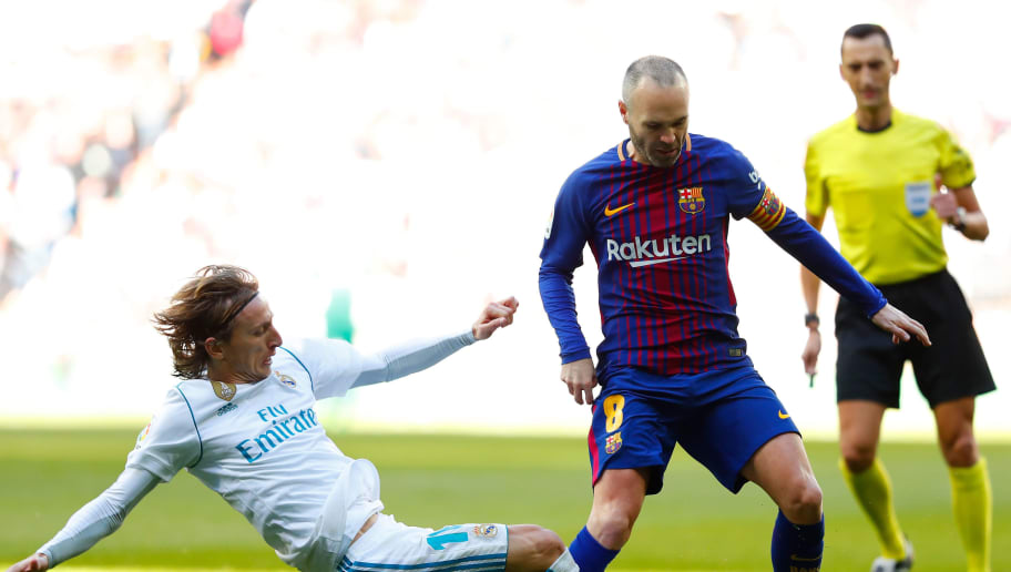 MADRID, SPAIN - DECEMBER 23:  Luka Modric of Real Madrid tackles Andres Iniesta of Barcelona during the La Liga match between Real Madrid and Barcelona at Estadio Santiago Bernabeu on December 23, 2017 in Madrid, Spain.  (Photo by Gonzalo Arroyo Moreno/Getty Images)