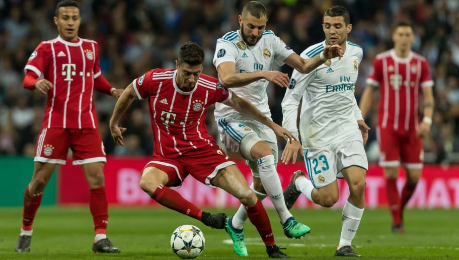 MADRID, SPAIN - MAY 01:  Robert Lewandowski of Bayern Muenchen and Karim Benzema of Real Madrid battle for the ball during the UEFA Champions League Semi Final Second Leg match between Real Madrid and Bayern Muenchen at the Bernabeu on May 1, 2018 in Madrid, Spain. (Photo by TF-Images/Getty Images)