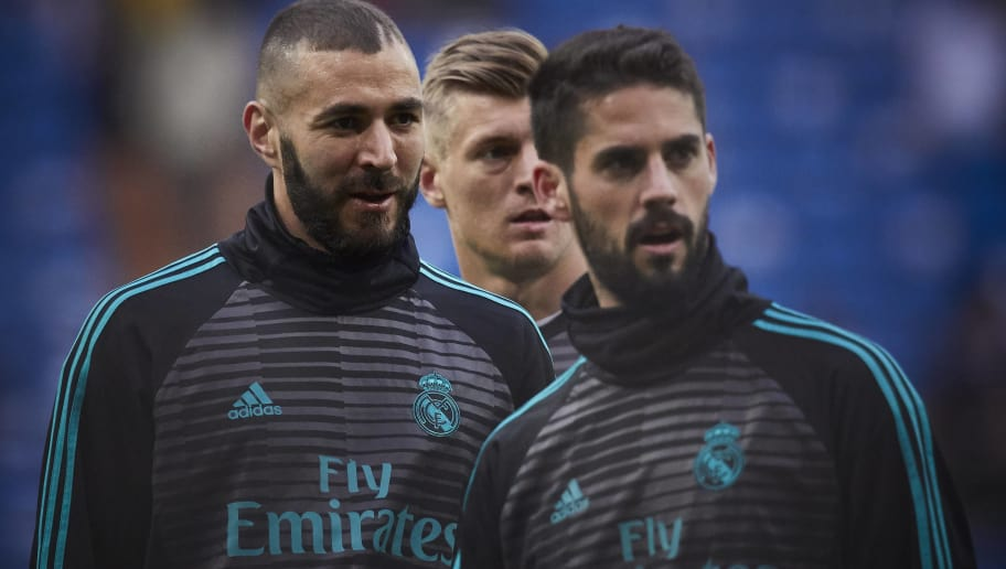 MADRID, SPAIN - MAY 12: Karim Benzema (L) of Real Madrid CF looks on with his teammates Toni Kroos (2ndL) and Francisco Roman Alarcon alias Isco (R) during their warming up prior to start the La Liga match between Real Madrid and Celta de Vigo at Estadio Santiago Bernabeu on May 12, 2018 in Madrid, . (Photo by Gonzalo Arroyo Moreno/Getty Images)