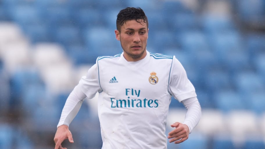 MADRID, SPAIN - MARCH 14: Oscar Rodriguez Arnaiz of Real Madrid in action during the UEFA Youth League Quarter-final between Real Madrid and Chelsea at estadio Alfredo Di Stefano on March 14, 2018 in Madrid, Spain. (Photo by Denis Doyle/Getty Images)