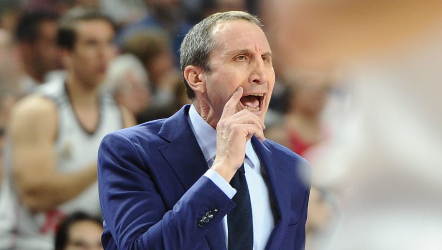 MADRID, SPAIN - APRIL 21:  David Blatt, coach of Darussafaka Dogus Istanbulduring the 2016/2017 Turkish Airlines Euroleague Play Off Leg Two between Real Madrid and Darussafaka Dogus Istanbul at Barclaycard Center on April 21, 2017 in Madrid, Spain. (Photo by Sonia Canada/Getty Images)