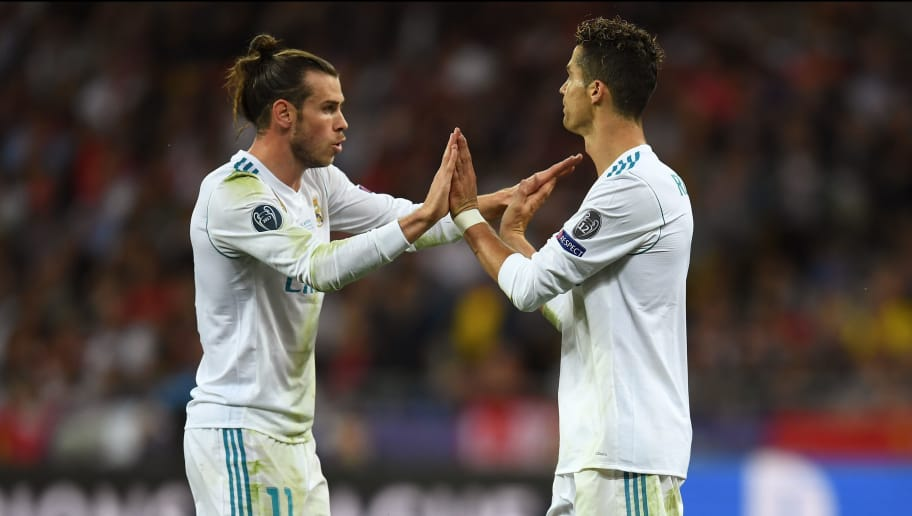 KIEV, UKRAINE - MAY 26:  Gareth Bale of Real Madrid celebrates with teammate Cristiano Ronaldo after scoring his sides second goal during the UEFA Champions League Final between Real Madrid and Liverpool at NSC Olimpiyskiy Stadium on May 26, 2018 in Kiev, Ukraine.  (Photo by David Ramos/Getty Images)