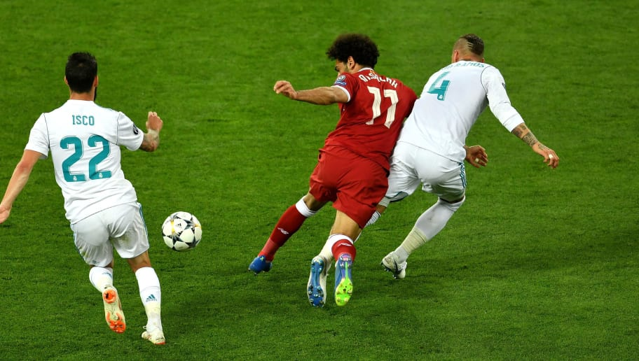 KIEV, UKRAINE - MAY 26:  Mohamed Salah of Liverpool falls and lands on his shoulder after a collision with Sergio Ramos of Real Madrid, leading to him going off injured during the UEFA Champions League Final between Real Madrid and Liverpool at NSC Olimpiyskiy Stadium on May 26, 2018 in Kiev, Ukraine.  (Photo by Mike Hewitt/Getty Images)