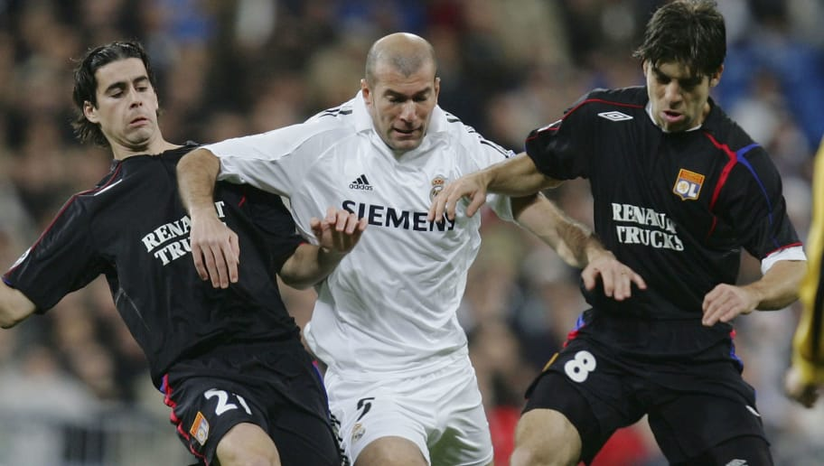 MADRID, SPAIN - NOVEMBER 23:  Zinedine Zidane (C) of Real Madrid is tackled by Mendes Tiago (L) and Pernambucano Juninho of Lyon during the UEFA Champions League group F, match between Real Madrid and Olympique Lyon at the Bernabeu stadium on November 23, 2005 in Madrid, Spain.(Photo by Denis Doyle/Getty Images)