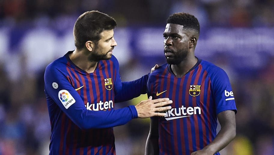VALLADOLID, SPAIN - AUGUST 25:  Gerard Pique of FC Barcelona (L) talks to Samuel Umtiti of FC Barcelona (R) during the La Liga match between Real Valladolid CF and FC Barcelona at Jose Zorrilla on August 25, 2018 in Valladolid, Spain.  (Photo by Juan Manuel Serrano Arce/Getty Images)