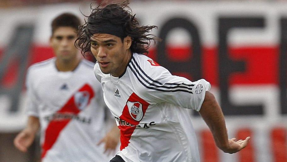 River Plate's Radamel Falcao Garcia (R)