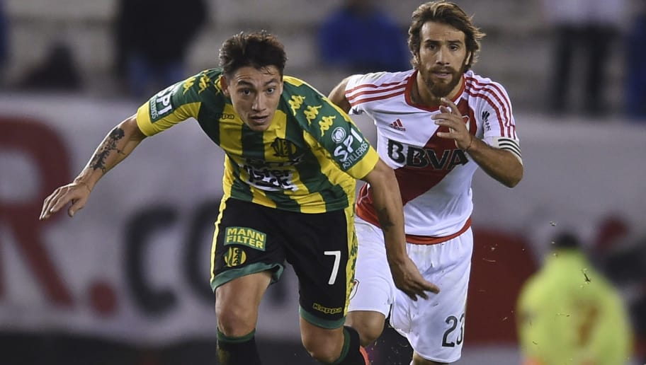 BUENOS AIRES, ARGENTINA - JUNE 21: Pablo Luguercio of Aldosivi fights for ball with Leonardo Ponzio of River Plate during a match between River Plate and Aldosivi as part of Torneo Primera Division 2016/17 at Monumental Stadium on June 21, 2017 in Buenos Aires, Argentina. (Photo by Marcelo Endelli/LatinContent/Getty Images)