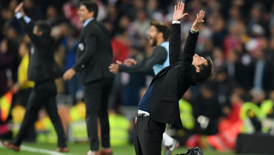 MADRID, SPAIN - DECEMBER 09:  Guillermo Barros Schelotto, Manager of Boca Juniors reacts during the second leg of the final match of Copa CONMEBOL Libertadores 2018 between Boca Juniors and River Plate at Estadio Santiago Bernabeu on December 9, 2018 in Madrid, Spain. Due to the violent episodes of November 24th at River Plate stadium, CONMEBOL rescheduled the game and moved it out of Americas for the first time in history.  (Photo by Matthias Hangst/Getty Images)