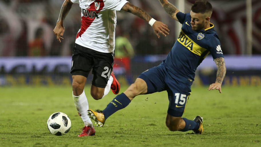 MENDOZA, ARGENTINA - MARCH 14: Nahitan Nandez of Boca Juniors (R) fights for the ball with Enzo Perez of River Plate during the Supercopa Argentina 2018 between River Plate and Boca Juniors at Estadio Malvinas Argentinas on March 14, 2018 in Mendoza, Argentina. (Photo by Agustin Marcarian/Getty Images)