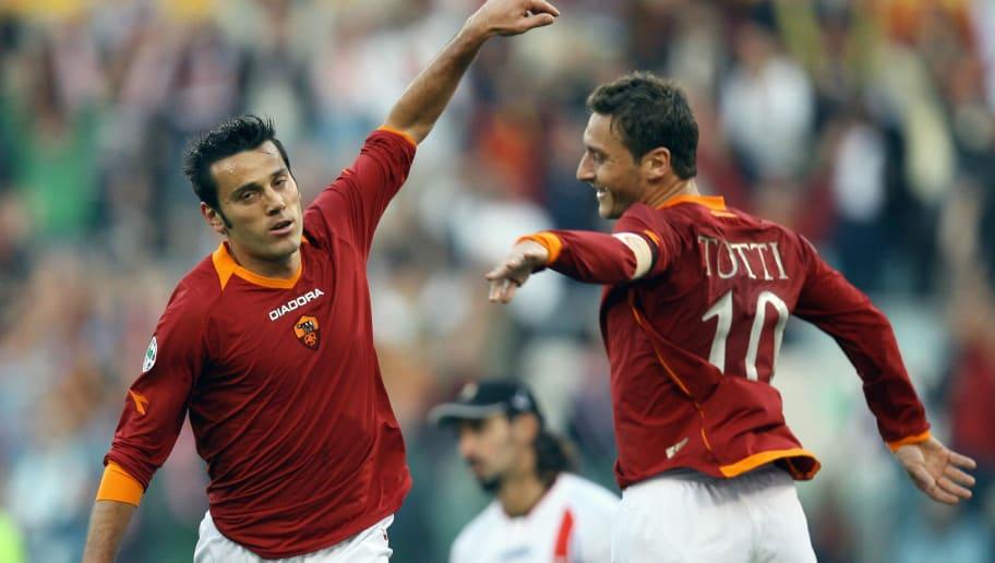Roma's forward Vincenzo Montella (L) cel