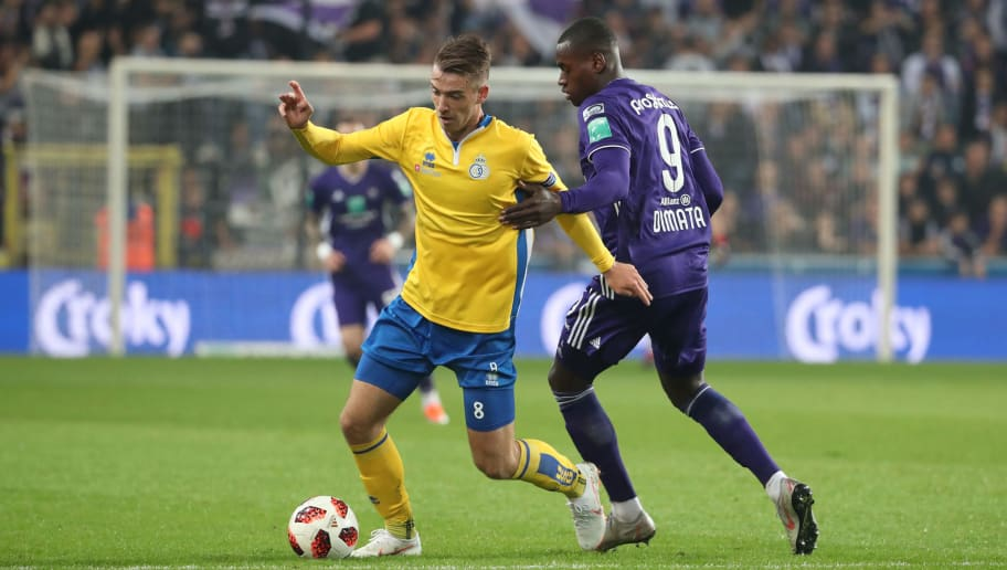 BRUSSELS, BELGIUM - SEPTEMBER 27: Max Besuschkow and Landry Dimata fight for the ball during the Croky Cup 1/16 final match between Rsc Anderlecht and Union Saint-Gilloise at Constant Vanden Stock Stadium on September 27, 2018 in Brussels, Belgium. (Photo by Vincent Van Doornick/Isosport/MB Media/Getty Images)