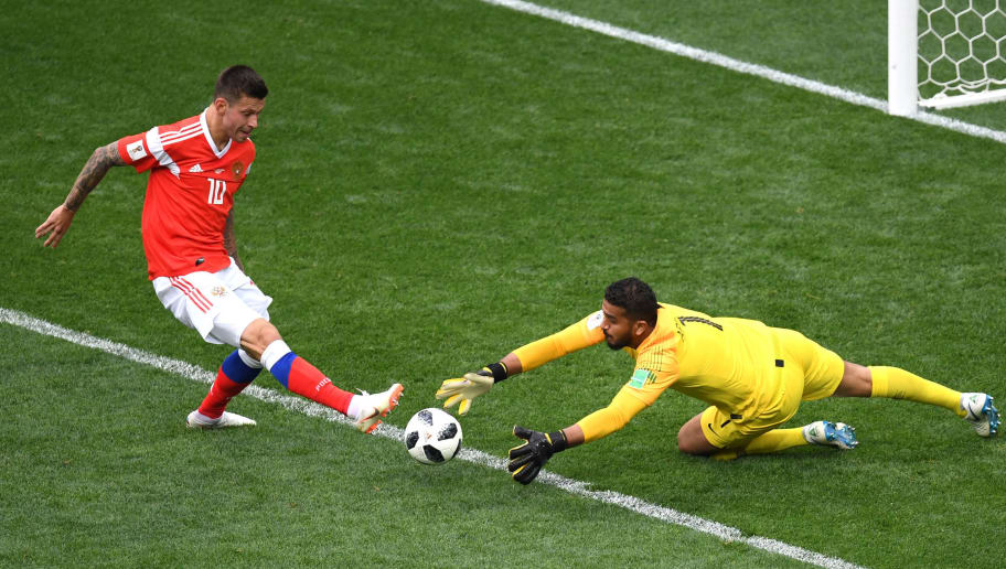 MOSCOW, RUSSIA - JUNE 14:  Abdullah Almuaiouf of Saudi Arabia makes a save on Fedor Smolov of Russia  during the 2018 FIFA World Cup Russia Group A match between Russia and Saudi Arabia at Luzhniki Stadium on June 14, 2018 in Moscow, Russia.  (Photo by Shaun Botterill/Getty Images)