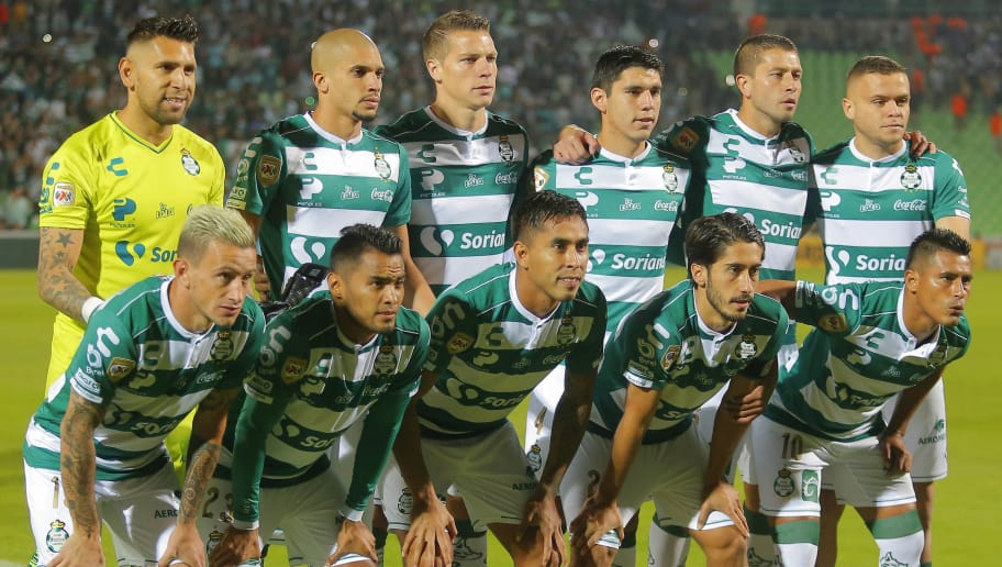 TORREON, MEXICO - DECEMBER 01: Players of Santos pose prior the quarter finals second leg match between Santos Laguna and Monterrey as part of the Torneo Apertura 2018 Liga MX at Corona Stadium on December 1, 2018 in Torreon, Mexico. (Photo by Manuel Guadarrama/Getty Images)