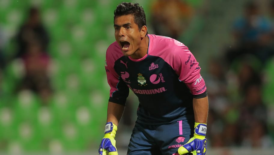 TORREON, MEXICO - OCTOBER 04:  Oswaldo Sanchez goalkeeper of Santos looks on during a match between Santos Laguna and Morelia as part of 12th round Apertura 2014 Liga MX at Corona Stadium on October 04, 2014 in Torreon, Mexico. (Photo by Natalia Perales/LatinContent/Getty Images)
