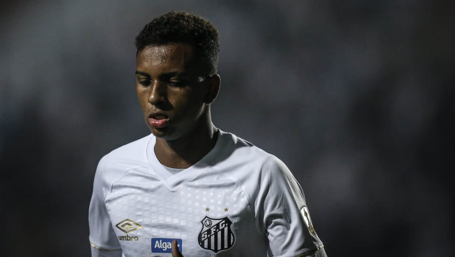 SANTOS, BRAZIL - AUGUST 28: Rodrygo #9 of Santos looks on during the match between Santos and independiente (ARG) as a part of Copa Libertadores 2018 at Vila Belmiro Stadium on August 28, 2018 in Sao Paulo, Brazil. (Photo by Ricardo Nogueira/Getty Images)