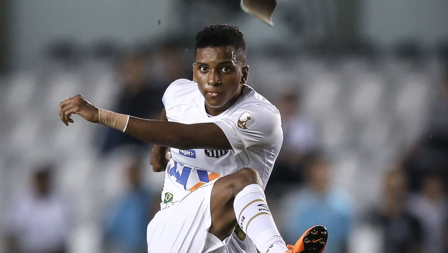 SANTOS, BRAZIL - MAY 24: Rodrygo #9 of Santos kick to the goal and his shin guard escapes by his sock during the match between Santos and Real Garcilaso (PER) as a part of Copa Libertadores 2018 at Vila Belmiro Stadium on May 24, 2018 in Santos, Brazil. (Photo by Ricardo Nogueira/Getty Images)