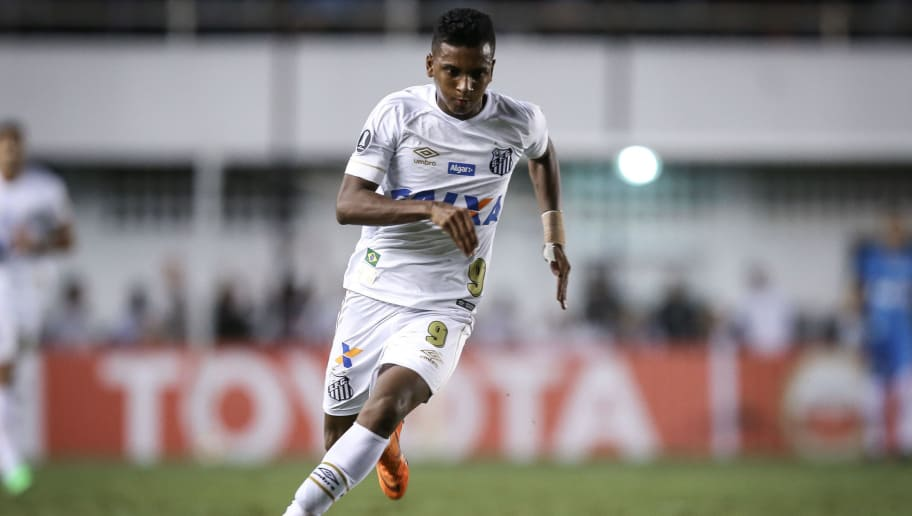 SANTOS, BRAZIL - MAY 24: Rodrygo #9 of Santos on the ball during the match between Santos and Real Garcilaso (PER) as a part of Copa Libertadores 2018 at Vila Belmiro Stadium on May 24, 2018 in Santos, Brazil. (Photo by Ricardo Nogueira/Getty Images)
