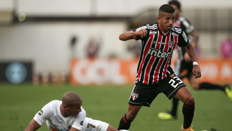 Carlos Sanchez,Joao Rojas