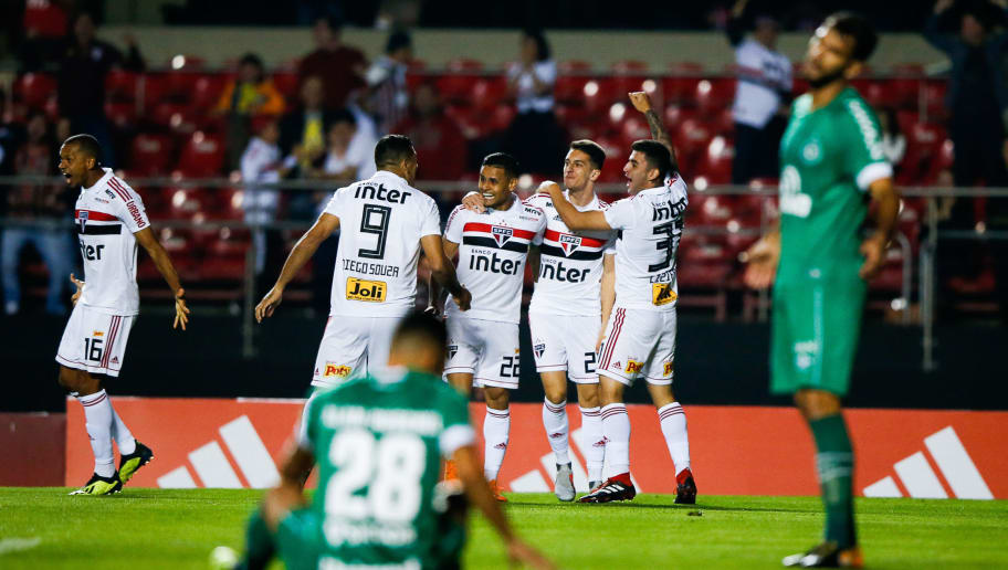 SAO PAULO, BRAZIL - AUGUST 19: Shaylon #20 of Sao Paulo celebrates with teammates after scoring the first goal of his team during the match against Chapecoense for the Brasileirao Series A 2018 at Morumbi Stadium on August 19, 2018 in Sao Paulo, Brazil. (Photo by Alexandre Schneider/Getty Images)