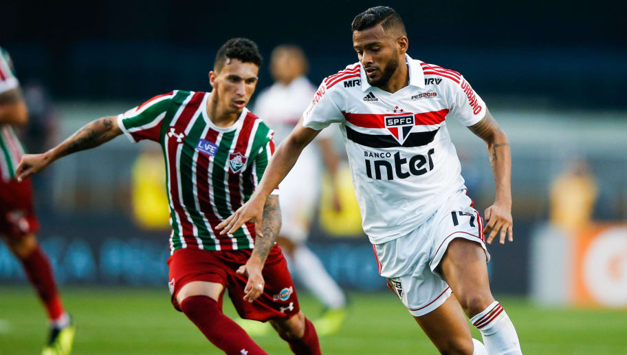 SAO PAULO, BRAZIL - SEPTEMBER 02: Reinaldo (L) of Sao paulo and Dodi of Fluminense in action during the match for the Brasileirao Series A 2018 at Morumbi Stadium on September 02, 2018 in Sao Paulo, Brazil. (Photo by Alexandre Schneider/Getty Images)