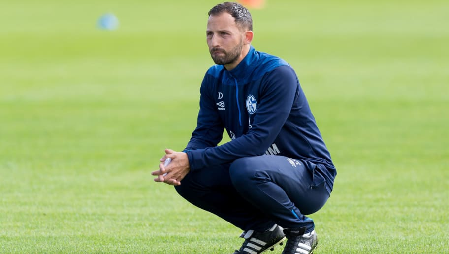 GELSENKIRCHEN, GERMANY - AUGUST 21: Head coach Domenico Tedesco of Schalke looks on during the Schalke 04 training session on August 21, 2018 in Gelsenkirchen, Germany. (Photo by TF-Images/Getty Images)