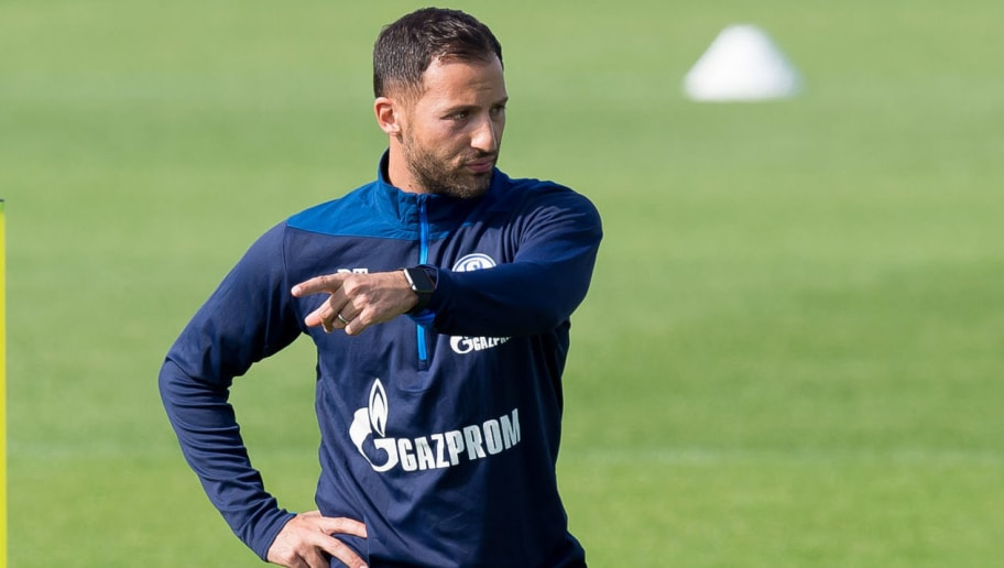 GELSENKIRCHEN, GERMANY - AUGUST 29: Head coach Domenico Tedesco of Schalke looks on during the Schalke 04 Training Session on August 29, 2018 in Gelsenkirchen, Germany. (Photo by TF-Images/Getty Images)