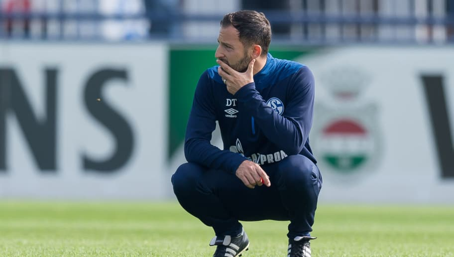 GELSENKIRCHEN, GERMANY - SEPTEMBER 05: Head coach Domenico Tedesco of Schalke looks on during the Schalke 04 Training Session on September 5, 2018 in Gelsenkirchen, Germany. (Photo by TF-Images/Getty Images)