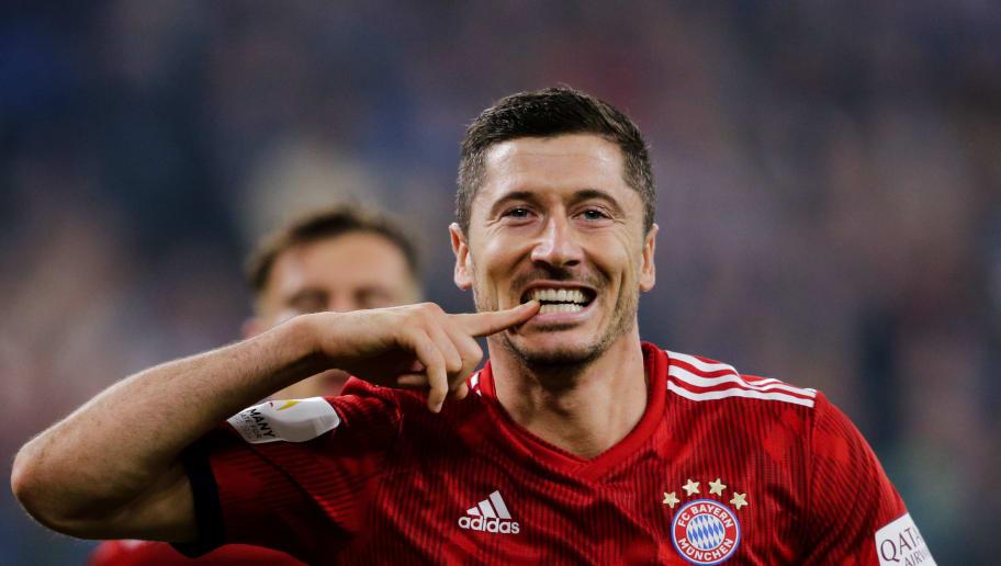 GELSENKIRCHEN, GERMANY - SEPTEMBER 22: Robert Lewandowski of Bayern Munchen, celebrate his goal the 0-2 during the German Bundesliga  match between Schalke 04 v Bayern Munchen at the Veltins Arena on September 22, 2018 in Gelsenkirchen Germany (Photo by Erwin Spek/Soccrates/Getty Images)