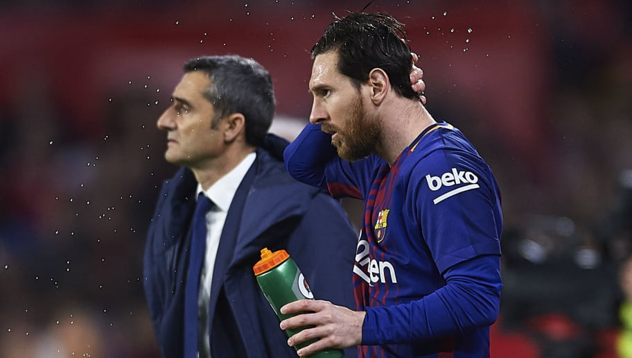 SEVILLE, SPAIN - MARCH 31:  Head Coach of FC Barcelona Ernesto Valverde (L) and Lionel Messi of FC Barcelona  (R) looks on during the La Liga match between Sevilla CF and FC Barcelona at Estadio Ramon Sanchez Pizjuan on March 31, 2018 in Seville, Spain.  (Photo by Aitor Alcalde/Getty Images)