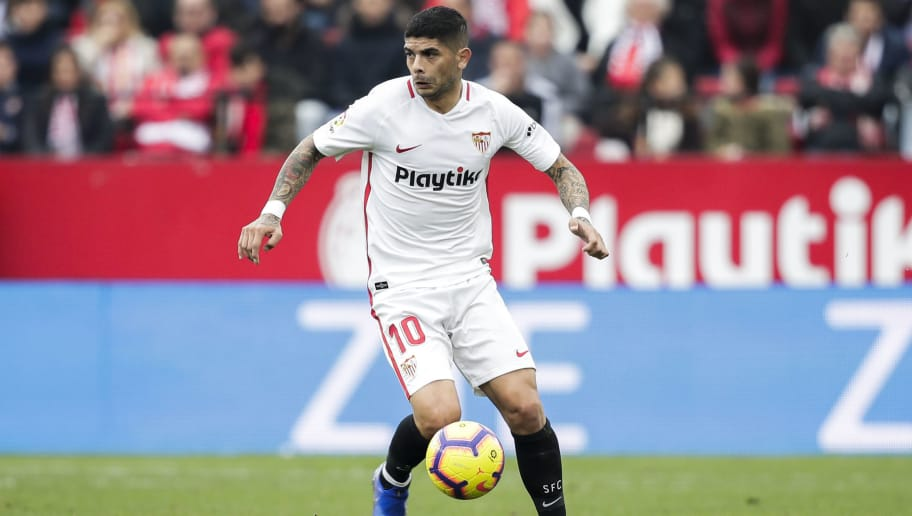 SEVILLA, SPAIN - DECEMBER 16: Ever Banega of Sevilla FC during the La Liga Santander  match between Sevilla v Girona at the Estadio Ramon Sanchez Pizjuan on December 16, 2018 in Sevilla Spain (Photo by David S. Bustamante/Soccrates/Getty Images)